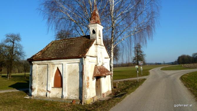 Die Kapelle bei Burgerding ist anscheinend dem Verfall preisgegeben