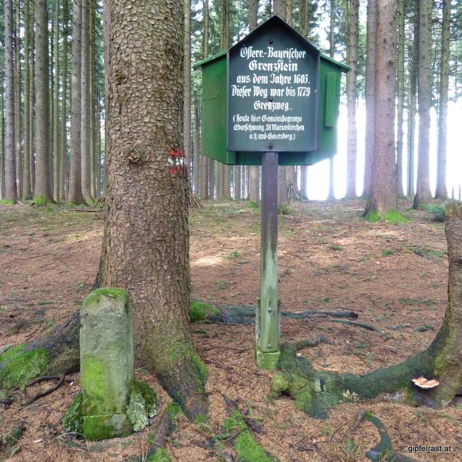 Historischer Grenzstein der ehemaligen Grenze zwischen Österreich und Bayern