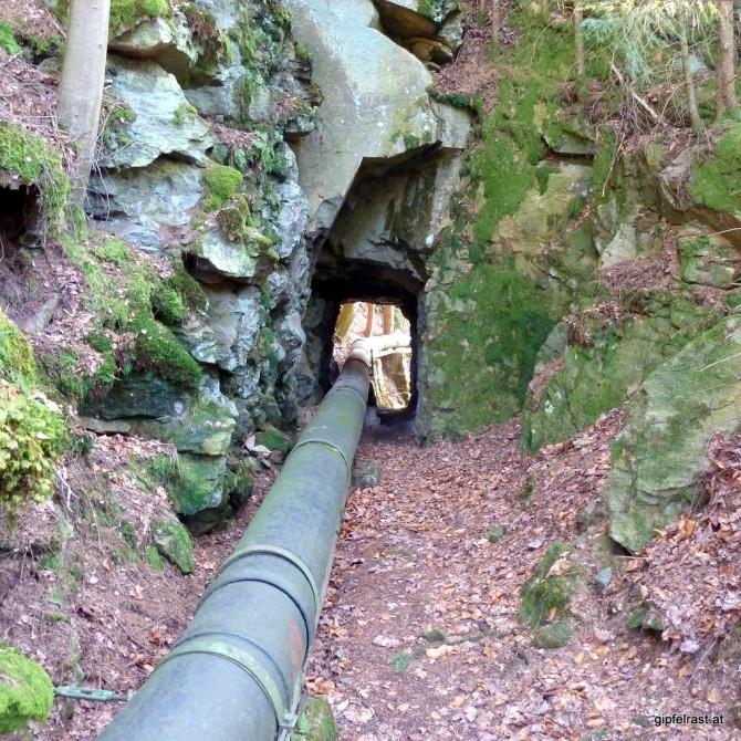 ...und durch finstere Tunnel
