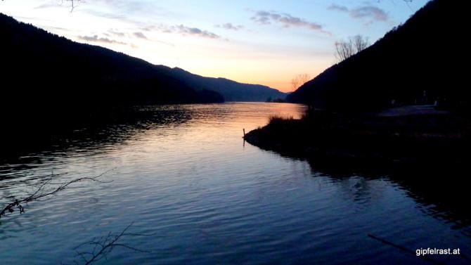 Beim letzten Tageslicht erreichen wir die Donau