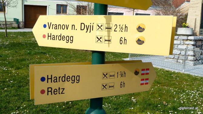 Sechs oder doch nur 1¾ Stunden? Die Routenwahl nach Hardegg fällt uns nicht schwer!