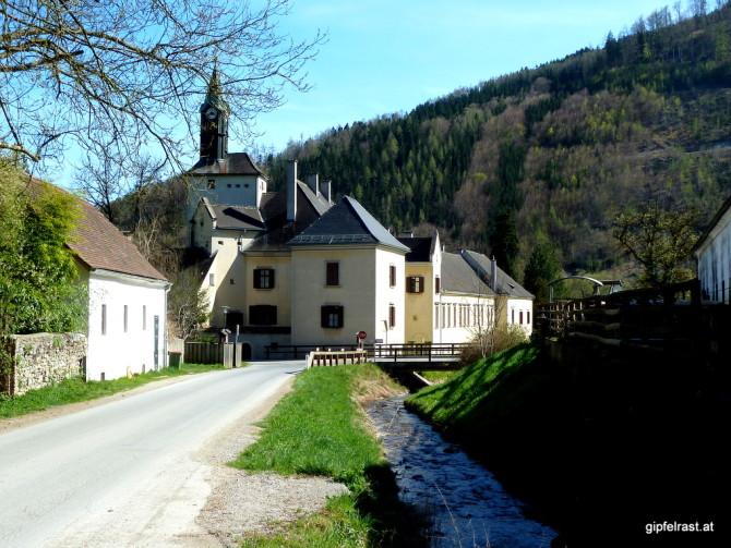 Dem Arzbach entlang zum Schloss Waldstein