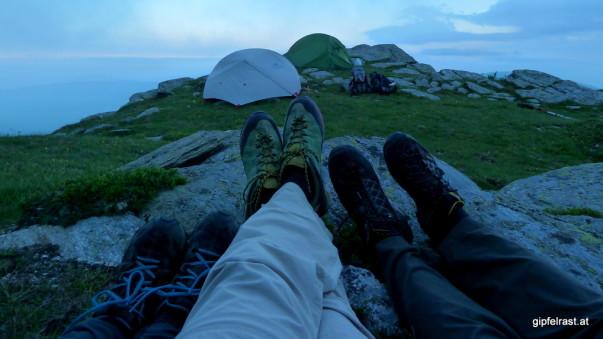 Abendprogramm: Im Windschatten eines Felsens aufs finster werden warten