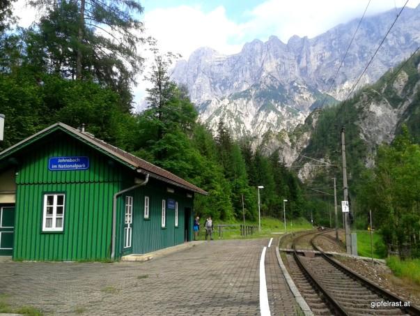 """""""Johnsbach im Nationalpark"""" ist wohl der einzige Bahnhof in Österreich, der nur über einen Fußweg erreichbar ist."""
