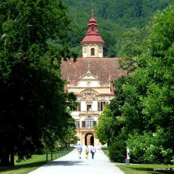 Durch den Zaun gelugt: Schloss Eggenberg