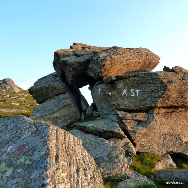 Wanderer des Lavanttaler Höhenwegs finden in dem kleinen Kästchen einen Kontrollstempel