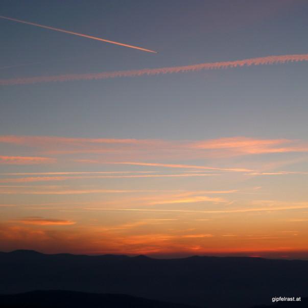 Vom Versuch, den Sonnenaufgang ohne Kondensstreifen zu fotografieren