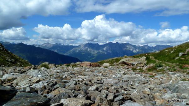 Pause im Bachbett: Unter den Steinen plätschert und gurgelt es