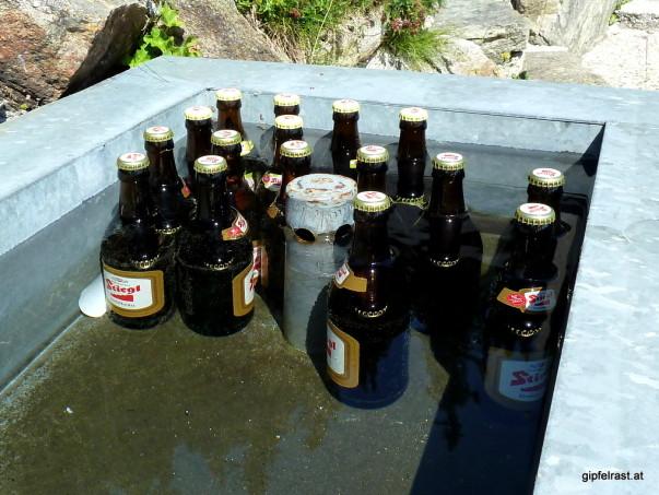 Gedrängte Getränke in der Brunnenbar