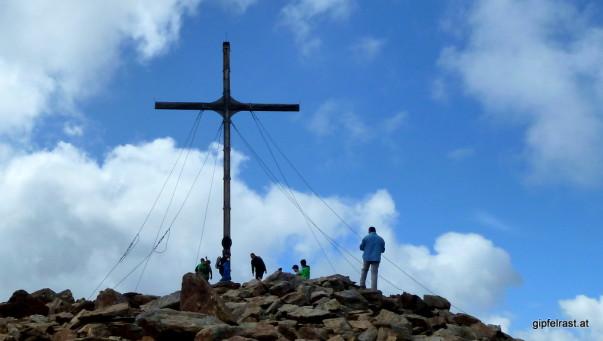 3004 Meter. Und das Gipfelkreuz setzt nochmal 10 drauf.