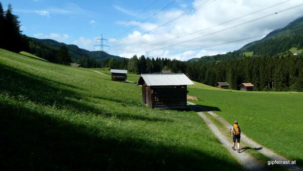 Feldwege statt Straße am Weg nach Piller