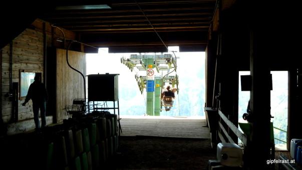 Blick aus der Bergstation, fährt da etwa ein...?