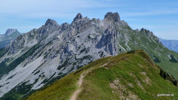 Von den Grasbergen ins karge Hochgebirge