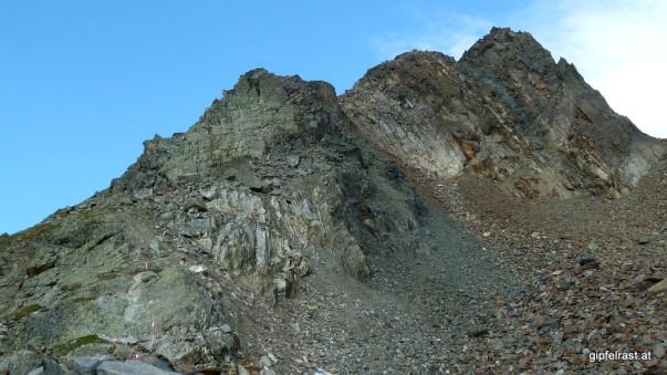 Vor uns liegt der Gipfelaufbau
