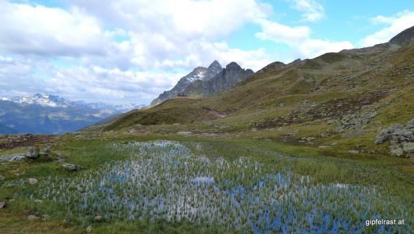 Einsamer Bergsee & einsame Jagdhütte
