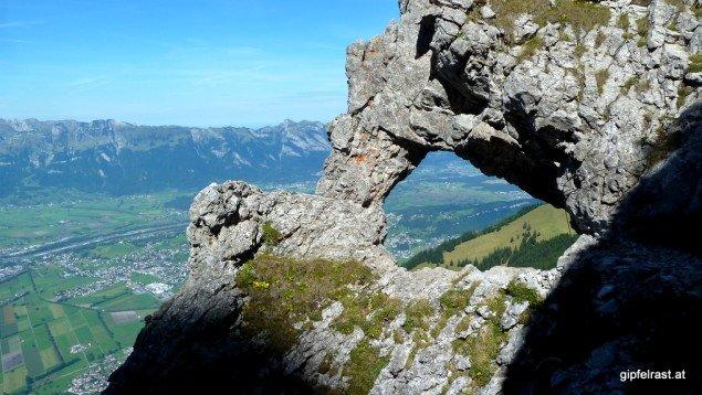 Ein Felsentor markiert das Ende der Schwierigkeiten