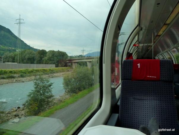 Ein bisschen Luxus muss sein: Heimfahrt im Panoramawaggon der Schweizer Bahn
