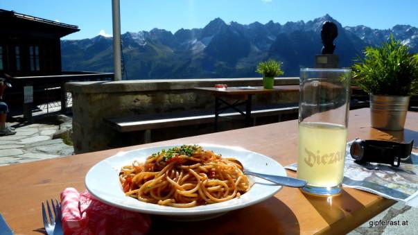 Da ist er, mein erster Teller Spaghetti mit extra viel Panorama!