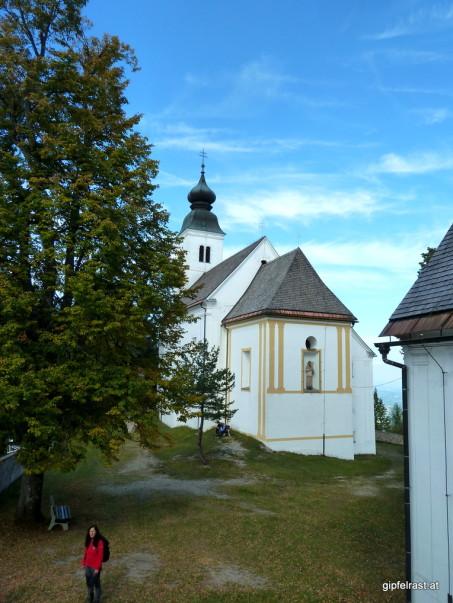 Erst Trank, dann Speis. Mit vollem Bauch darf anschließend der Gipfel des Osterbergs mit der Kirche Sveti Duh erklommen werden.