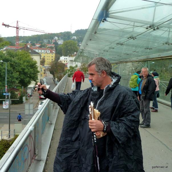 Auf der Brücke über den Wienfluss