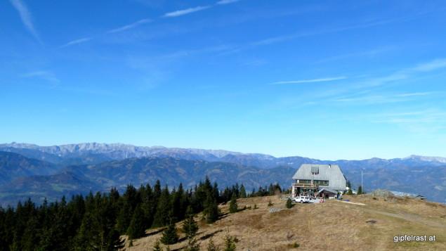 Blick vom Gipfel aufs Rennfeld Schutzhaus - offen!
