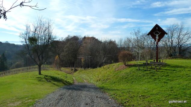 Unzählige Kreuze und Marterln säumen den Grabenlandtrail