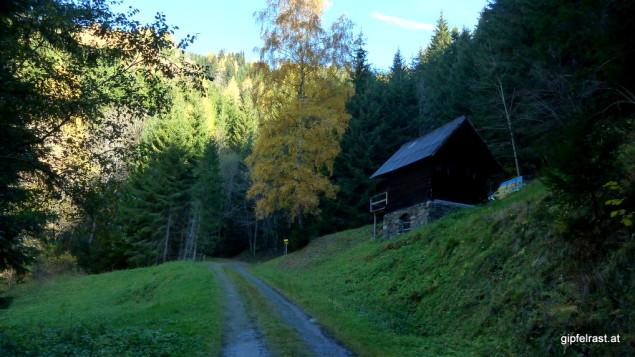 Bei der Zatschpucher Hütte - hier bitte rechts abbiegen!
