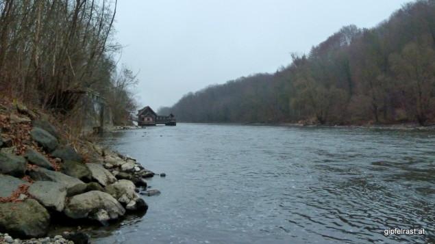 Die Mur bei Niedrigwasser und die Murecker Schiffsmühle