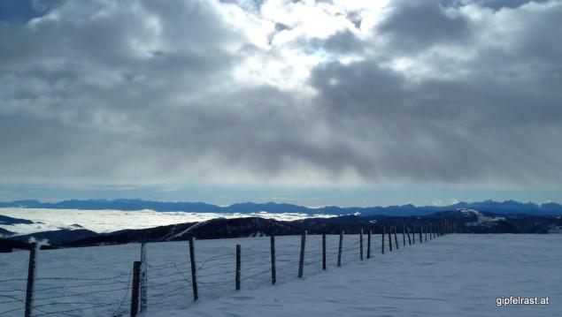Blick aufs benebelte Klagenfurter Becken