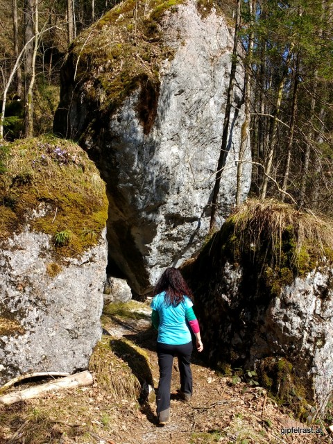 Große Felsblöcke