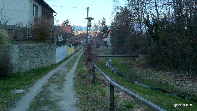 Durch die Ufergasse in den Ort Pulkau