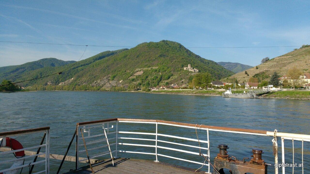 Auf der Fähre über die Donau