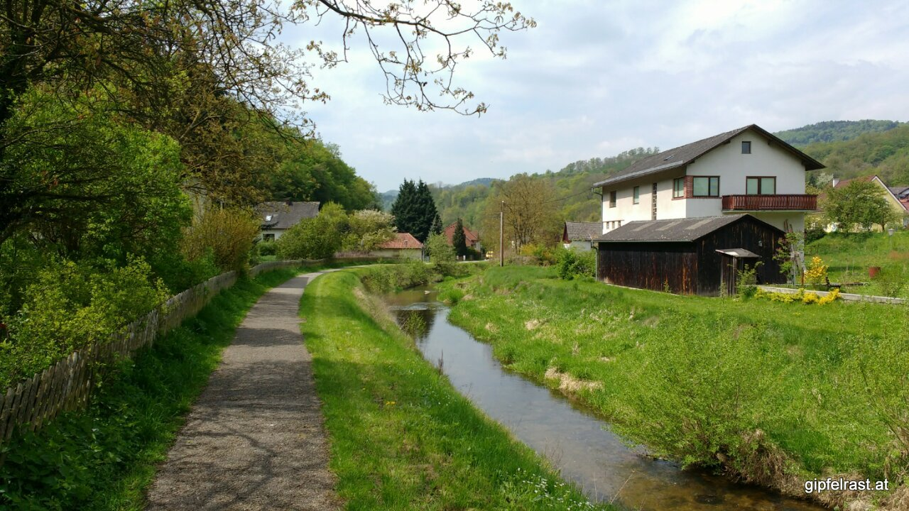 Pause in Aggsbach Dorf (vermutlich am Aggsbach)