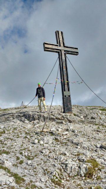 Am Hochschwabgipfel, mit 2277 Metern der höchste Punkt des Nord-Süd-Weitwanderwegs.