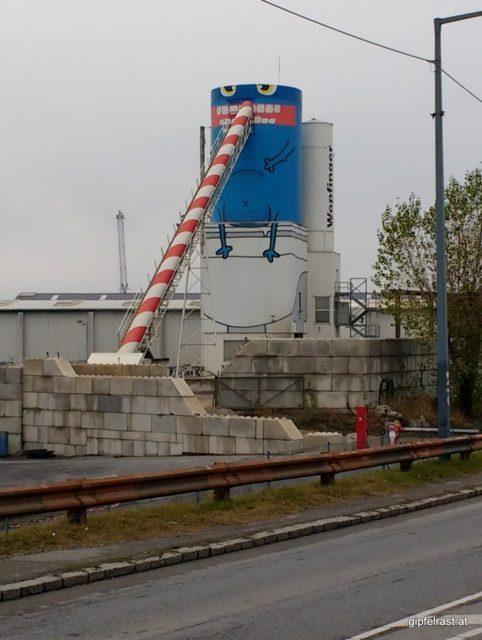 Freundlicher, langnäsiger Geselle im Wiener Hafen